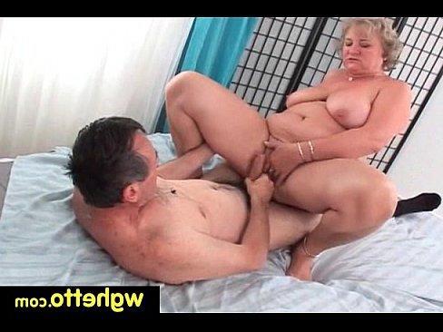 порно ролики гермофродитка ебет девку в постели