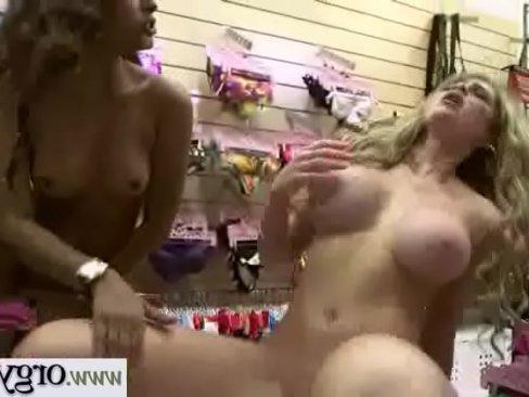 смотреть порно голые девушки большими сиськами